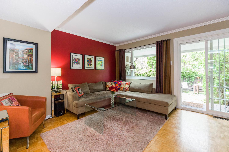 195-Primrose-Ave-Ottawa-ON-K1R-large-005-6-Living-Room-1500x1000-72dpi