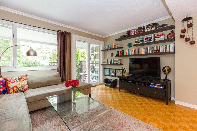 195-Primrose-Ave-Ottawa-ON-K1R-large-006-8-Living-Room-1500x1000-72dpi