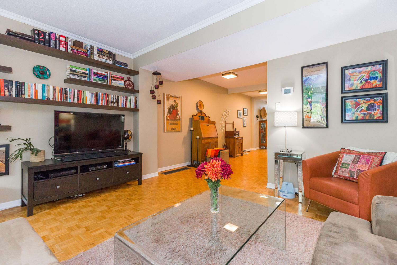 195-Primrose-Ave-Ottawa-ON-K1R-large-008-10-Living-Room-1500x1000-72dpi