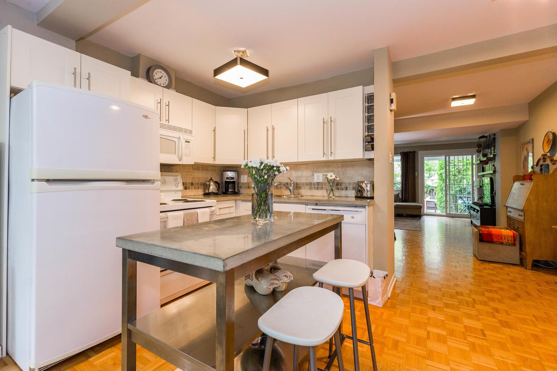 195-Primrose-Ave-Ottawa-ON-K1R-large-009-15-Kitchen-1500x1000-72dpi