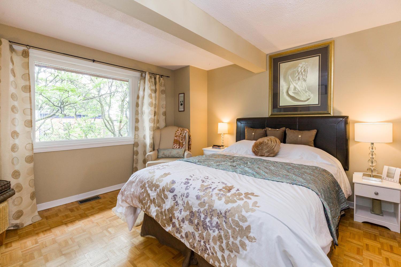 195-Primrose-Ave-Ottawa-ON-K1R-large-016-28-Master-Bedroom-1500x1000-72dpi