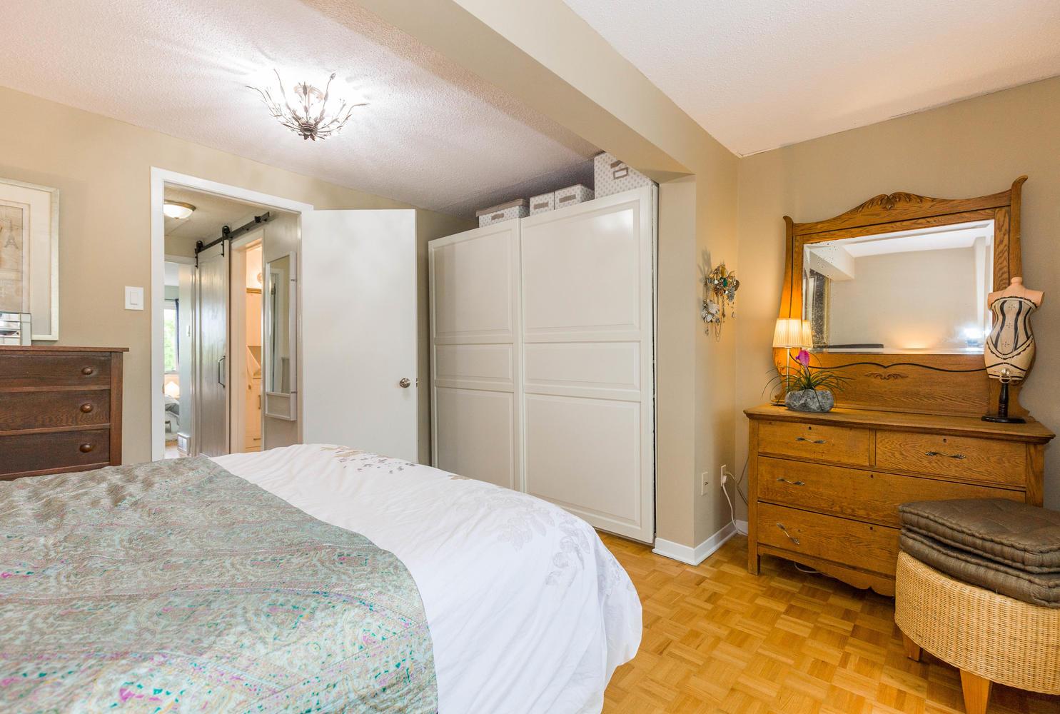 195-Primrose-Ave-Ottawa-ON-K1R-large-018-3-Master-Bedroom-1485x1000-72dpi