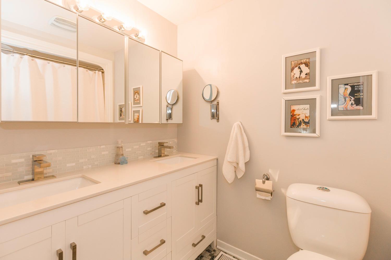 195-Primrose-Ave-Ottawa-ON-K1R-large-019-9-Main-Bathroom-1500x1000-72dpi
