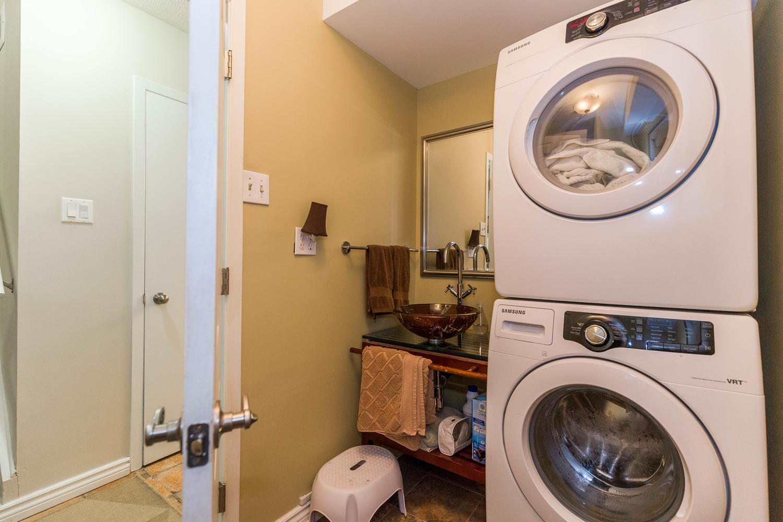 195-Primrose-Ave-Ottawa-ON-K1R-large-022-23-BathroomLaundry-1500x1000-72dpi