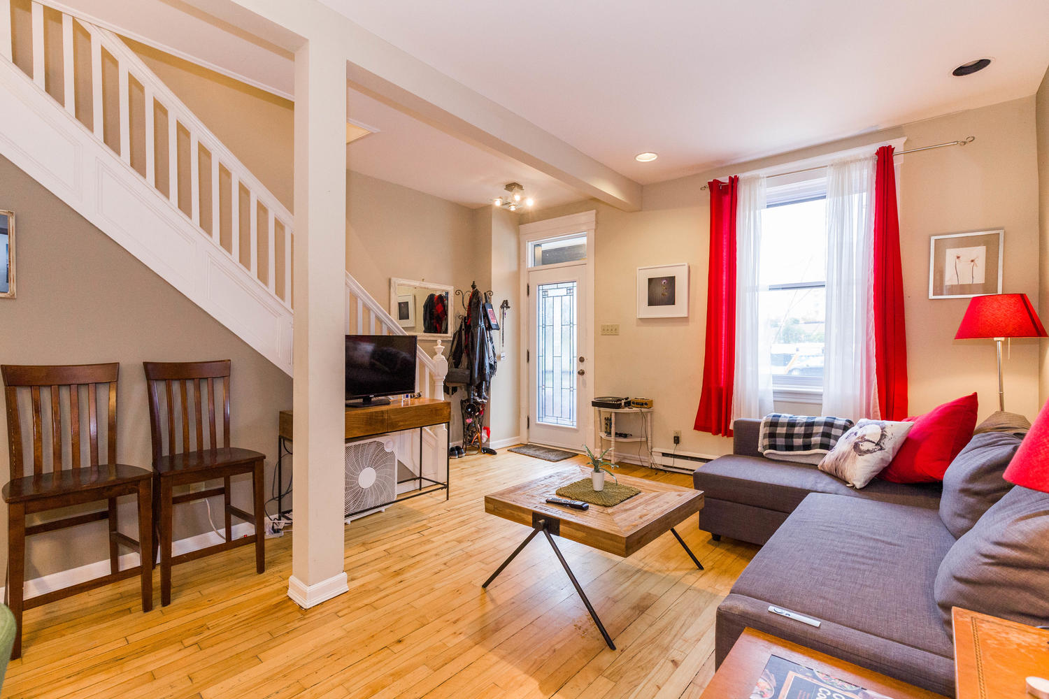 32-Barrette-St-Ottawa-ON-K1L-large-008-29-Living-Room-1500x1000-72dpi