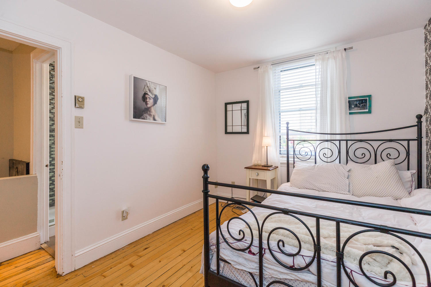 32-Barrette-St-Ottawa-ON-K1L-large-019-3-Master-Bedroom-1500x1000-72dpi