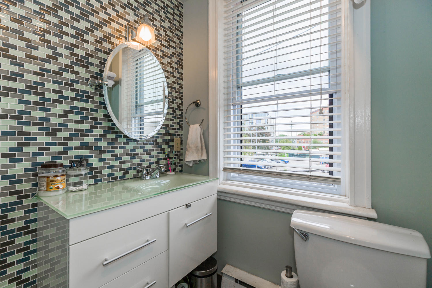 32-Barrette-St-Ottawa-ON-K1L-large-020-13-Main-Bathroom-1500x1000-72dpi