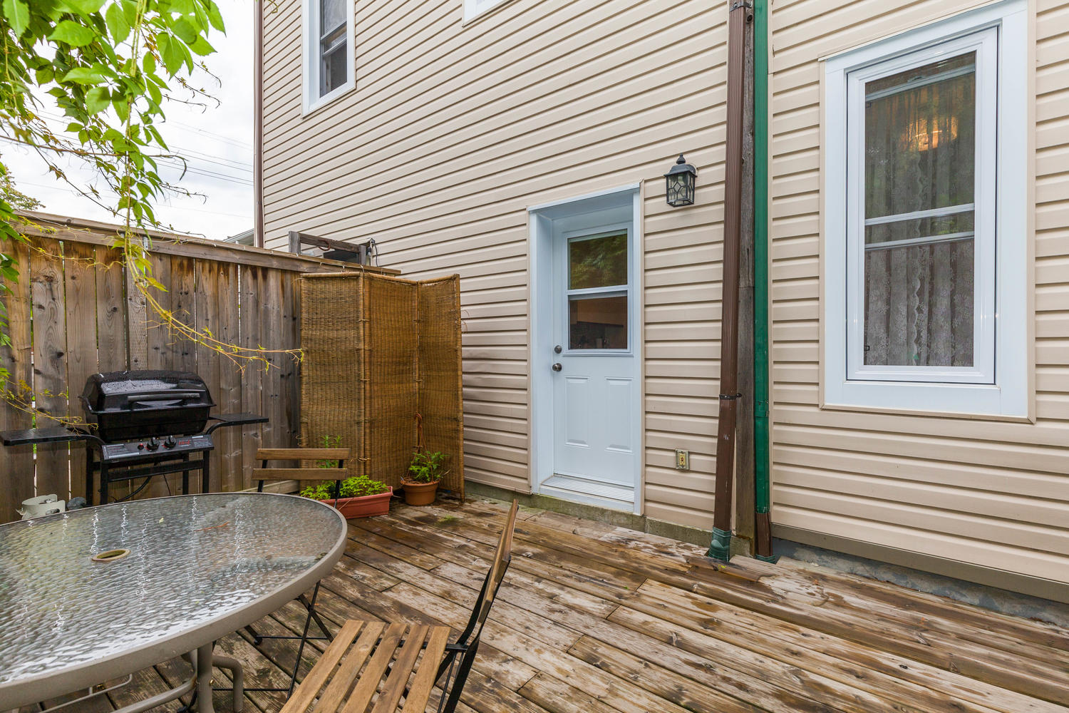 32-Barrette-St-Ottawa-ON-K1L-large-029-22-Deck-1500x1000-72dpi