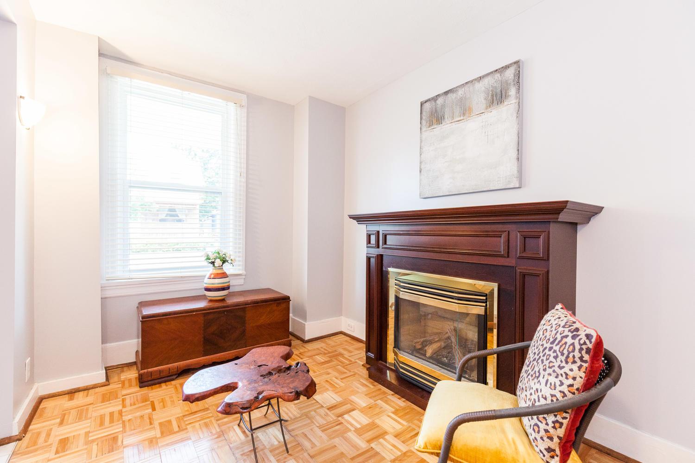 44-Laval-St-Ottawa-ON-K1L-7Z8-large-006-17-Living-Room-1500x1000-72dpi