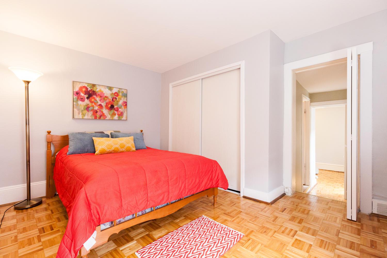 44-Laval-St-Ottawa-ON-K1L-7Z8-large-020-6-Bedroom-2-1500x1000-72dpi